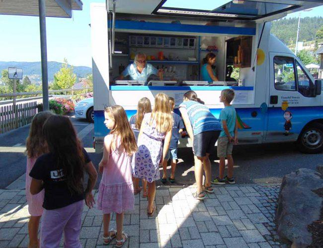 Eismobil am letzten Schultag