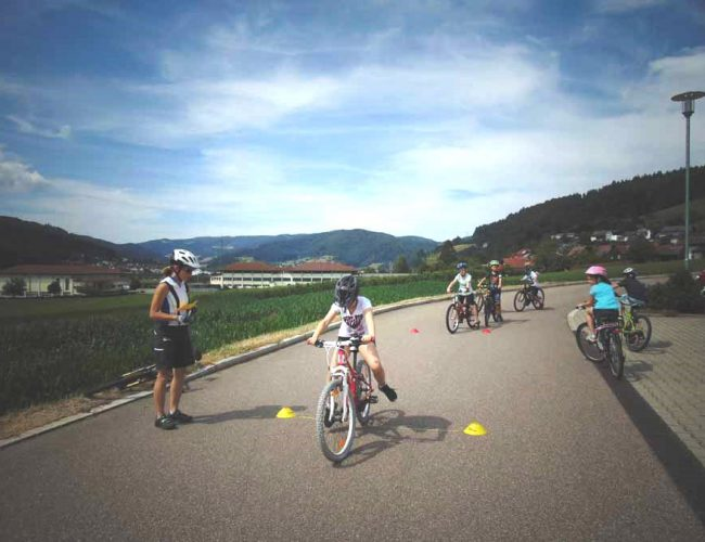 Üben für Radprüfung (3. Klasse); Juli 2019